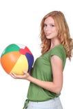 Muchacha con la bola de playa Imagen de archivo libre de regalías