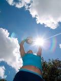 Muchacha con la bola del voleibol Foto de archivo libre de regalías