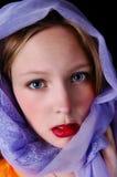 Muchacha con la bufanda. Fotos de archivo libres de regalías