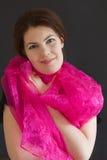 Muchacha con la bufanda púrpura Imágenes de archivo libres de regalías