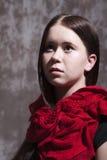 Muchacha con la bufanda roja Fotos de archivo