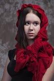 Muchacha con la bufanda roja Fotografía de archivo