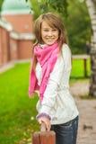 Muchacha con la bufanda rosada fotografía de archivo libre de regalías