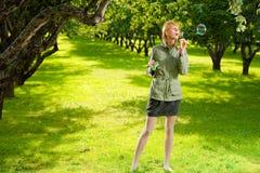 Muchacha con la burbuja fotografía de archivo libre de regalías