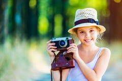 Muchacha con la cámara fotos de archivo