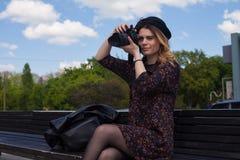 Muchacha con la cámara digital Imagen de archivo