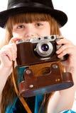 Muchacha con la cámara vieja Imagenes de archivo