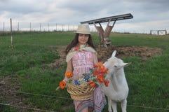 Muchacha con la cabra Foto de archivo