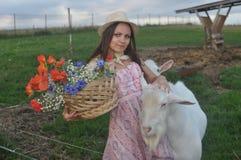 Muchacha con la cabra Imagen de archivo libre de regalías
