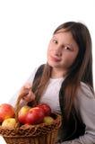 Muchacha con la cesta de manzanas Imagen de archivo libre de regalías