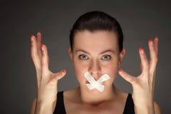 Muchacha con la cinta en los labios Imagen de archivo libre de regalías
