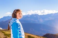 Muchacha con la coleta, paisaje de la montaña, Sochi Fotografía de archivo libre de regalías
