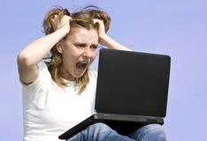 Muchacha con el ordenador portátil fotografía de archivo libre de regalías