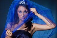 Muchacha con la corona y el velo del diamante Foto de archivo libre de regalías