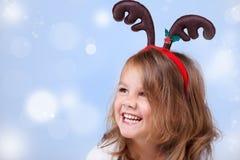 Muchacha con la decoración de la Navidad foto de archivo