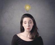 Muchacha con la expresión facial divertida Foto de archivo libre de regalías