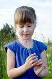 Muchacha con la flor Fotografía de archivo libre de regalías