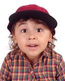 Muchacha con la gorra de béisbol, sorprendida Fotos de archivo libres de regalías