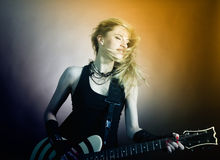 Muchacha con la guitarra fotografía de archivo