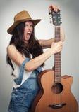 Muchacha con la guitarra acústica Foto de archivo