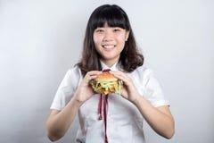 Muchacha con la hamburguesa Fotografía de archivo libre de regalías