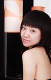 Muchacha con la lámpara del arte. Imagen de archivo