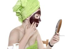 Muchacha con la máscara cosmética imagen de archivo