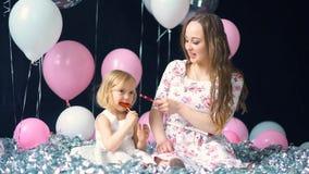 Muchacha con la madre y el caramelo metrajes