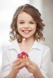 Muchacha con la magdalena Foto de archivo libre de regalías