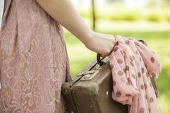 Muchacha con la maleta Imágenes de archivo libres de regalías