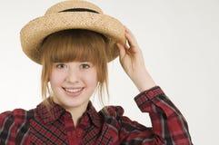 Muchacha con la mano en el sombrero horizontal Fotos de archivo