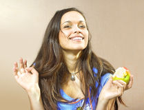 Muchacha con la manzana Fotos de archivo libres de regalías