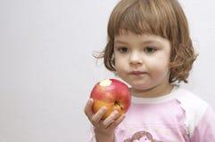 Muchacha con la manzana Imagen de archivo libre de regalías