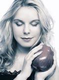 Muchacha con la manzana roja Imagen de archivo libre de regalías