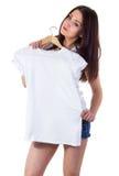 Muchacha con la maqueta de la camiseta Foto de archivo libre de regalías