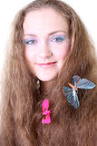 Muchacha con la mariposa en pelo Imágenes de archivo libres de regalías