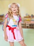Muchacha con la mochila de la escuela Foto de archivo