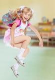 Muchacha con la mochila de la escuela Fotos de archivo libres de regalías