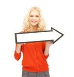 Muchacha con la muestra de la flecha de la dirección Imagenes de archivo