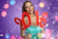 Muchacha con la muestra del Año Nuevo 2016 Foto de archivo