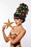 Muchacha con la Navidad creativa del estilo de pelo Foto de archivo