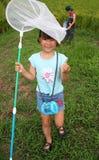 Muchacha con la red de la mariposa Foto de archivo libre de regalías