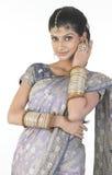 Muchacha con la sari hermosa Fotos de archivo