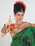 Muchacha con la sari magnífica en una expresión excelente Fotografía de archivo