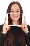 Muchacha con la tableta digital que hace el selfie divertido Foto de archivo libre de regalías