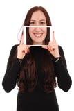 Muchacha con la tableta digital que hace el selfie divertido Fotos de archivo libres de regalías