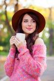 Muchacha con la taza de café Imagenes de archivo