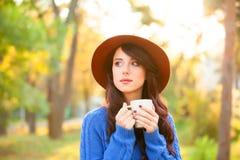 Muchacha con la taza de café Imágenes de archivo libres de regalías