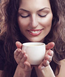Muchacha con la taza de café Fotografía de archivo