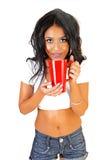Muchacha con la taza roja. Imágenes de archivo libres de regalías